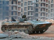 טנק סורי בחאלב (צילום: רויטרס)