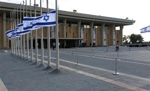 הדגל בכנסת הורד לחצי התורן (צילום: חדשות 2)
