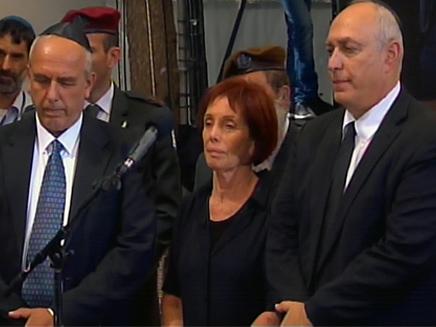 ילדיו של שמעון פרס בהלוויתו (צילום: חדשות 2)