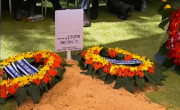 תם עידן: שמעון פרס נטמן בהר הרצל (צילום: חדשות 2)