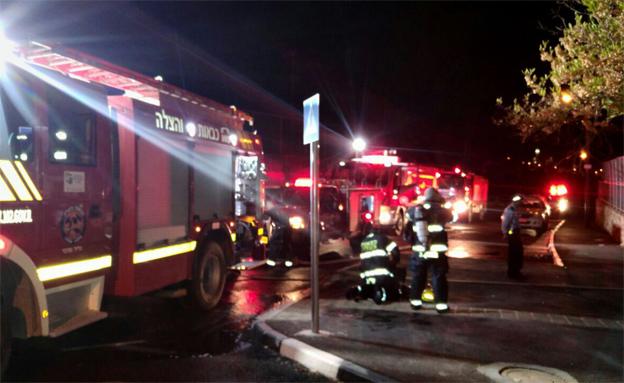 השריפה בבית הספר, הלילה (צילום: כבאות צפון)