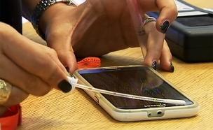 כך תבדקו האם הטלפון שלכם מזוהם (צילום: חדשות 2)