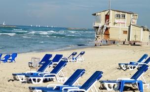 חוף הים, תל אביב, כסאות נוח, כסא שיזוף, ים (צילום: 123RF, Emanuel Kaplinsky)