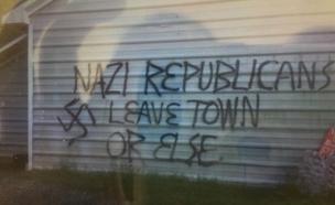 כתובות נאצה על המטה שהוצת (צילום: המטה הרפובליקני, צפון קרוליינה)