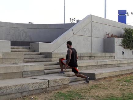 אימון מדרגות (צילום: רועי ברקוביץ ,mako)