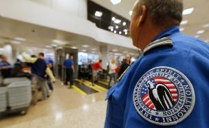 """איסור גורף לעלות את המכשיר לטיסה, ארה""""ב (צילום: רויטרס)"""