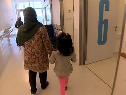 הטיפול מציל החיים לילדה הסורית (צילום: חדשות 2)
