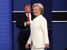 """""""עמדתו מסכנת את הדמוקרטיה"""". קלינטון (צילום: רויטרס)"""