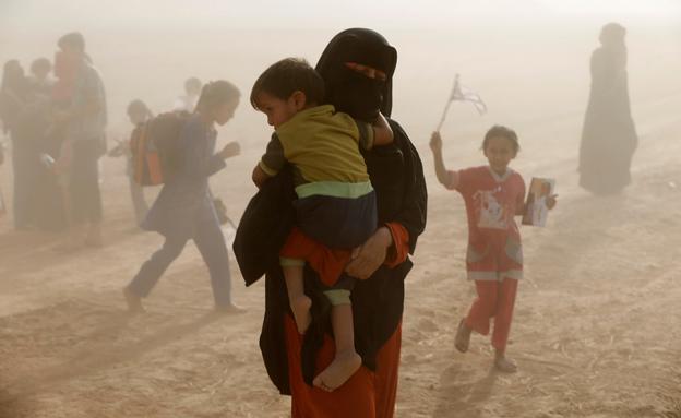 מאות משפחות נלקחו כמגן אנושי (צילום: רויטרס)