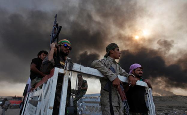 חיילים כורדים מחוץ למוסול (צילום: רויטרס)