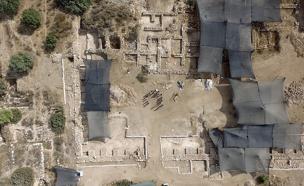 צפו: הצצה להיסטוריה (צילום: גיא פיטוסי רשות העתיקות)