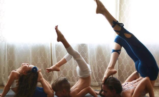 סאמר פרז - משפחה מדגמנת יוגה (צילום: אינסטגרם)