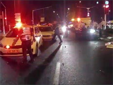 תאונת דרכים בין מכונית לשני רוכבי אופניים (צילום: חדשות 2)