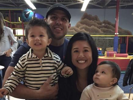ג'ון ספינקן ומשפחתו (צילום: פייסבוק)