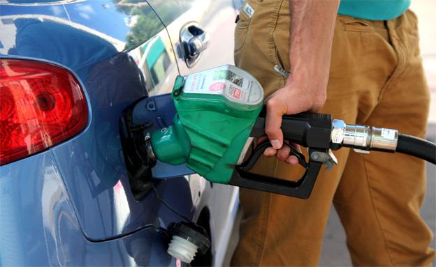 תידלור רכב בתחנת דלק (צילום: חדשות 2)