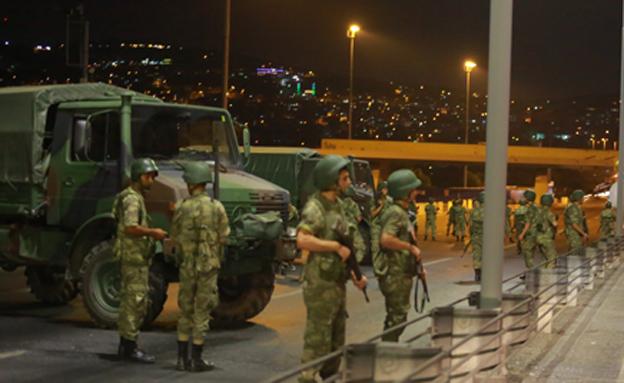 ליל ניסיון ההפיכה, חודש יולי האחרון (צילום: רויטרס)