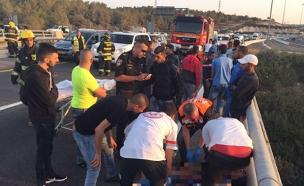 """זירת התאונה בכביש 6 (צילום: תיעוד מבצעי מד""""א)"""
