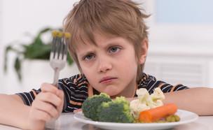 ילד שלא אוהב ירקות (צילום: shutterstock: BlueSkyImage)