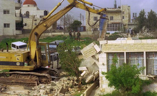 """הריסת בית בבית חנינא, ארכיון (צילום: אבי אוחיון, לע""""מ)"""