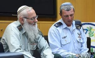 קרים והרב הראשי רפי פרץ (צילום: דיאנה חננשוילי, משרד הביטחון)