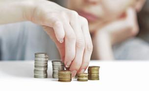 הוצאות וחסכונות (אילוסטרציה: shutterstock ,mako)