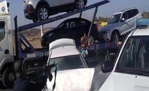 הנהג נמלט מהמשטרה והתנגש בניידת (צילום: הלן מלכה - איחוד הצלה)
