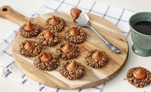עוגיות שוקולד במילוי ריבת חלב (צילום: ענבל לביא ,אוכל טוב)