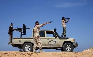 """כוחות דאע""""ש בסירת שבלוב (צילום: רויטרס)"""