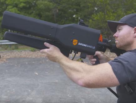נשק נגד רחפנים (צילום: Youtube/Drone Shield)