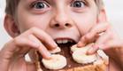 ילד אוכל  (צילום: shutterstock ,shutterstock)
