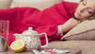 אישה חולה במיטה (צילום: shutterstock: Sidarta)