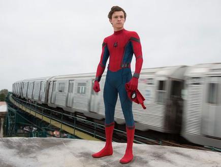 """טום הולנד כספיידרמן ב""""Spider-Man: Homecoming"""" (צילום: יוטיוב  ,יוטיוב)"""