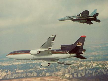 """מטוסי ה""""בז"""" מלווים את המלך חוסיין"""