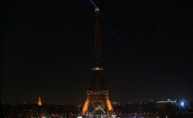 האורות כבו במגדל אייפל (צילום: רויטרס)