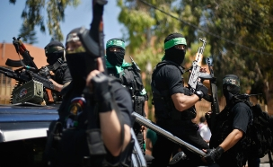 בחמאס מפנים אצבע מאשימה לישראל (צילום: רויטרס)