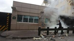 מתקפה על מבנה השגרירות, ארכיון (צילום: רויטרס)