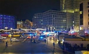 משאית התנגשה באנשים בשוק כריסמס בברלין (צילום: חדשות 2)