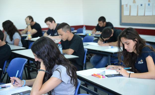 כיתה, בית ספר, מבחנים, תיכון, תלמידים (צילום: חדשות 2)