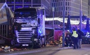 משאית התנגשה באנשים בשוק כריסמס בברלין