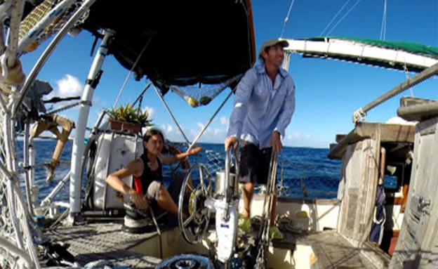 חדשות 2 Image: מנותקים: 9 שנים על סירה בלב ים