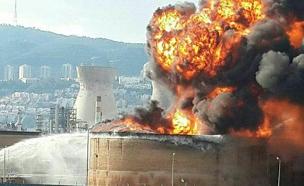 נאבקים בלהבות בבתי הזיקוק (צילום: דיווחי הרגע)