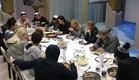 הדיירים אוכלים ארוחת ערב  (צילום: האח הגדול 24/7)