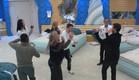 הדיירים רוקדים לצלילי הדג נחש (צילום: מתוך האח הגדול 8 , שידורי קשת)