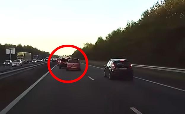 זה מה שהטסלה ראתה רגע לפני תאונת דרכים