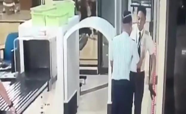 צפו: הטייס השיכור עושה דרכו למטוס