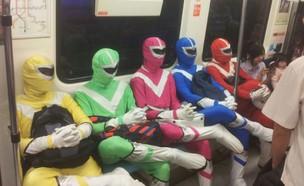 האנשים הכי מוזרים שנראו בתחבורה הציבורית (צילום: צילום מסך ,מעריב לנוער)