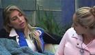 אורנה ומעיין מדברות בחצר (צילום: האח הגדול 24/7)