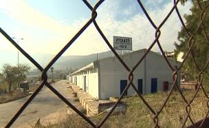 מסע עגום בין מפעלים שנסגרו ועבודות בשכר נמוך (צילום: חדשות 2)
