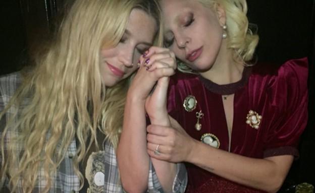 ליידי גאגא וקאשה (צילום: twitter ,צילום מסך)
