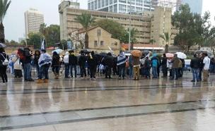 מפגינים מול הקריה (צילום: חדשות 2)